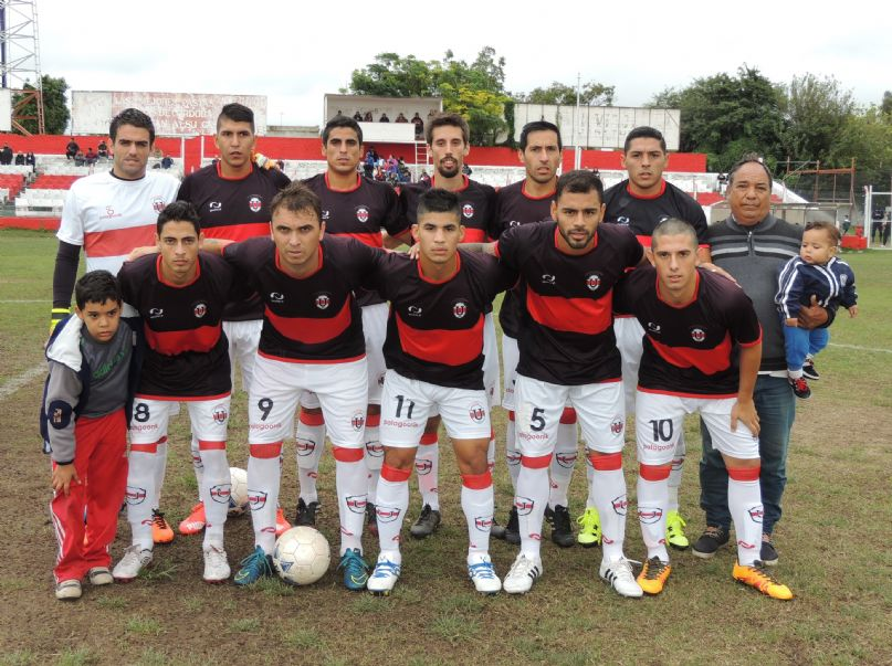 Primer equipo de Universitario (foto: gentileza http://clubuniversitariocba.com)